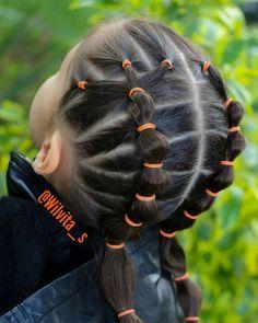 """38 Me gusta, 6 comentarios - Silvia Casanova (@wilvita_s) en Instagram: """"❤Nos ENCANTAN los peinados con ligas ❤ La foto no es la mejor, la tomé antes de entregar a Emma…"""""""
