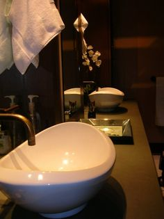 Repinned by Anna Marie Fanelli - www.annamariefanelli.com Zen Bathroom Design, Bath Design, Bathroom Basin, Bathroom Stuff, Bathrooms, Zen Room, Sink, New Homes, Showers