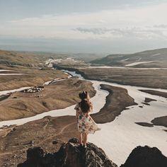 Снежные реки от гор тянутся на многие километры, начиная таять лишь сейчас  нам очень захотелось взобраться повыше, чтобы окинуть взглядом эту картину, и мы не ошиблись, - вид открылся завораживающий  забавно, что забирались мы по одной стороне горы, где были только камни и песок, а спуститься решили по снежному скату. Снег сейчас плотный и скользкий, поэтому мы ехали на ногах (а потом и на попе!), как на борде, визжа и крича от восторга на всю долину #mykamchatkanotes