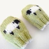 Baby  mittens - Little Baa Baa - via @Craftsy