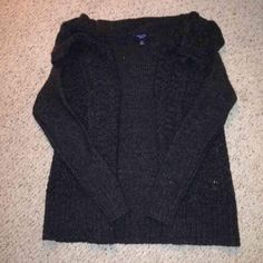 Open front/cowl neck American eagle sweater New without tags, washed and dried it once. Wool chunky knit sweater, open front with a cowl neck type , hard to see with the photos but there are light sparkles in the material. Warm. FIRM PRICE/No trades❗️ (cheaper on eBay and ♏️) American Eagle Outfitters Sweaters