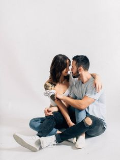 Couple Photoshoot Poses, Couple Photography Poses, Couple Portraits, Couple Posing, Studio Portraits, Couple Shoot, Anniversary Photography, Poses Photo, Film Images
