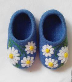 """Felted shoes for a kid / Купить Валяные детские тапочки """"Мой цветочек"""" - васильковый, однотонный, детские валяные тапочки"""