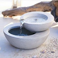 This is the perfect feature for any garden! ⛲ A concrete bowl turned water fountain adds serenity to Cement Art, Concrete Crafts, Concrete Projects, Concrete Planters, Concrete Cement, Concrete Garden, Concrete Design, Cement House, Cement Bench