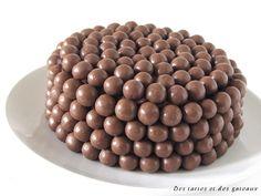 Vous serez étonné et même épaté. Réalisez ce gâteau et je vous promets du bonheur à chaque bouchée. La texture du biscuit est hyper légère et la crème soyeuse à souhait. Les deux recettes ( biscuit et crème ) me semblaient faites l'une pour l'autre, je...