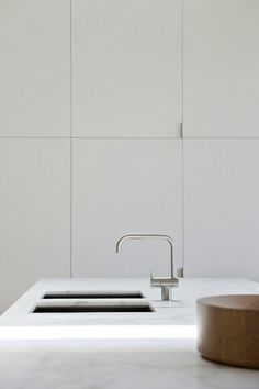 sleek cabinetry becomes modern wall paneling. A very Edited look. love the tap Interior Desing, Interior Design Kitchen, Interior Architecture, Interior Inspiration, Home Design, Modern Wall Paneling, Minimal Kitchen, Minimalistic Kitchen, Home Decor