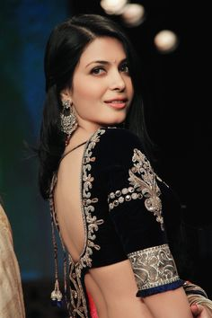 Ankita Shorey @ IIJW Indian #Jewelry Week, 2012: Love the embroidery on the blouse