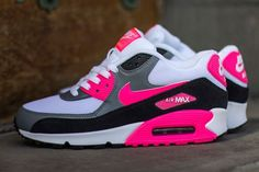 The Nike Air Max 90 gets a very cool Infrared inspired colorway. http://feedproxy.google.com/fashionshoes11