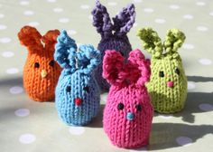 A cute little Easter bunny to hold and hug your little Easter sweet treats. Free pattern.