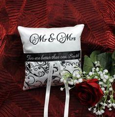 Elegant Ring Bearer Pillow, In The Hoop
