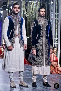 Tarun Tahiliani presents his couture collection 2016 at FDCI India Couture Week Find out all about his take on bridal and groom designs of Sherwani Groom, Wedding Sherwani, Indian Groom Wear, Indian Wear, Mens Traditional Wear, Mode Man, Tarun Tahiliani, Moda Do Momento, Indian Men Fashion