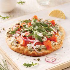 Une pizza maison, c'est un festin assuré. On choisit la croûte que l'on veut, on garnit avec les ingrédients qui nous inspirent ou qu'on utilise moins souvent, et on se fait plaisir (sans excès, si possible)! Pita Kebab, Pizza Pesto, Pizza Bella, Mexican Food Recipes, Healthy Recipes, Whats For Lunch, Pause, Pizza Hut, Naan