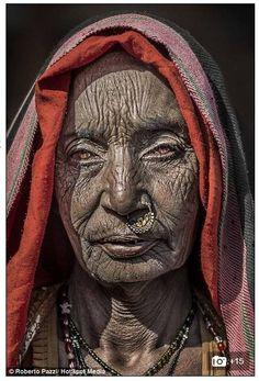 Rugas, olhares e sorrisos: retratos da pobreza expõem a face dos que vivem com menos de R$ 1,50 por dia - Fotos - R7 Internacional