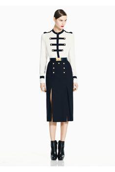 Alexander McQueen Pre-Fall 2011 Fashion Show - Model: Juju Ivanyuk Military Inspired Fashion, Military Fashion, High Fashion, Fashion Show, Womens Fashion, Fashion Design, Alexandre Mcqueen, Outfit Elegantes, Gossip Girl Fashion