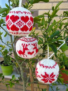 Julekuler little heart pattern by Mysa #Christmas #ornament #knitted_balls
