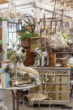 """July Vignette It Featured Market Sweet Salvage on Ave """"Where in the World"""" ,July through Vintage Booth Display, Antique Booth Displays, Vintage Store Displays, Antique Mall Booth, Antique Booth Ideas, Vendor Displays, Shop Displays, Retail Displays, Jewelry Displays"""