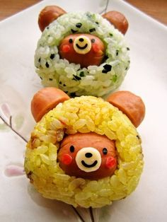 wish i could read it...LOL...Bear Rice Balls, my girls would love these!