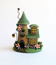 Miniatur Charming Gründach Fairy Cottage House OOAK von C. Rohal