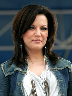 Songs by martina-mcbride Martina Mcbride, Country Music Artists, Country Music Stars, Charlotte Rampling, Mom Hairstyles, Miranda Lambert, Hair 2018, Tan Skin, Brown Hair