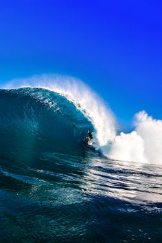 John Florence, right at home in a sapphire shack  Photo: Brent Bielmann
