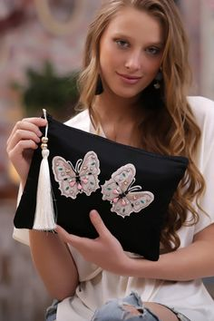 Online Alışveriş Sitesi, Türkiye'nin Trend Yolu   Trendyol Diy Clutch, Diy Purse, Clutch Bag, Diy Bag Designs, Bohemian Quilt, Photography Bags, Felt Purse, Art Bag, Jute Bags