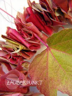 Herbstkranz mit gefalteten Blättern