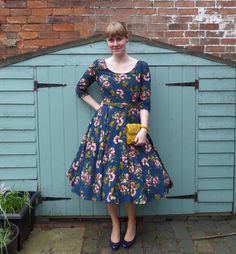 Today I'm sharing one of my favourite handmade pieces ever, the Betty Dress by Sew Over It. I've always liked this dress pattern, and when I received an invite to a friends wedding… Sew Over It Patterns, Dress Making Patterns, Sewing Blogs, Sewing Ideas, Sewing Projects, Full Skirts, Pin Up Style, Mi Long, Rock