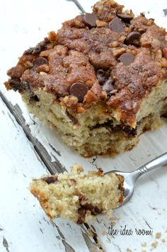 A delicious recipe for Cinnamon Banana Cake with a streusel topping with cinnamon, brown sugar, nuts and chocolate chips.