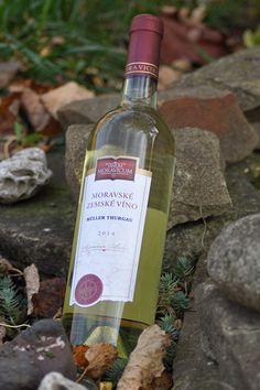 Bílé víno - Müller Thurgau Moravské zemské - Vinum Moravicum a.s. Drinks, Bottle, Products, Drinking, Beverages, Flask, Drink, Jars, Gadget