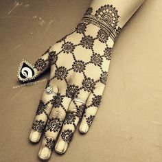 Trending minimal new bridal mehndi design ideas for this wedding season - Lace Glove henna Modern Mehndi Designs, Mehndi Designs For Girls, Mehndi Designs For Fingers, New Bridal Mehndi Designs, Simple Mehndi Designs, Hena Designs, Legs Mehndi Design, Mehndi Design Pictures, Beautiful Mehndi Design