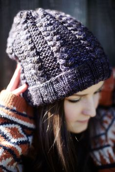 Free reversible cabled knit hat pattern // Hedgehog Fibres