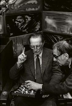 Marcel Duchamp et Man Ray chez ce dernier par Henri Cartier-Bresson, Paris, 1968