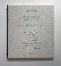 Valentino, Objects of Couture http://www.vogue.fr/culture/a-lire/diaporama/beaux-livres-de-mode/15580/image/869784#!valentino-objects-of-couture