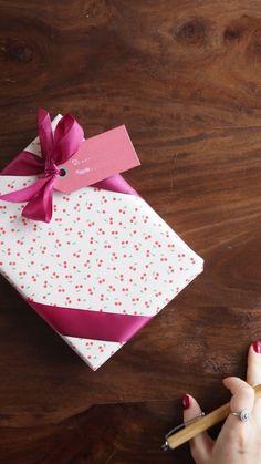 Luxury Packaging, Gift Packaging, Christmas Gift Wrapping, Christmas Gifts, Retro Christmas, Xmas, Present Wrapping, Paper Gifts, Christmas Tree Decorations