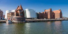 Stralsund (Mecklenburg-Vorpommern): Stralsund ist eine Stadt im Nordosten Deutschlands. Sie gehört zum Landesteil Vorpommern des Landes Mecklenburg-Vorpommern.  Die Stadt liegt am Strelasund, einer Meerenge der Ostsee, und wird aufgrund ihrer Lage und der Bedeutung als touristisches Zentrum als Tor zur Insel Rügen bezeichnet. Gemeinsam mit Greifswald bildet Stralsund eines der vier Oberzentren des Landes Mecklenburg-Vorpommern. Stralsund ist die Kreisstadt des Landkreises Vorpommern-Rügen…