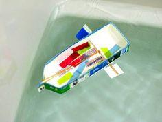 牛乳パックで簡単工作!輪ゴムで動く船のおもちゃを作ろう!  牛乳や麦茶などの紙パックを使って、親子で遊べる船を作ってみましょう。公園のじゃぶじゃぶ池、お風呂や家庭用プール、洗面台などでも遊べる水遊び用おもちゃになります。アイディアと工夫次第で世界にひとつの船が完成!雨の日などお天気の悪い日のおうち工作にもピッタリです。ゴム動力の実験や研究にもなり、遊び方も無限大!