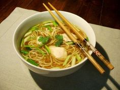 Chicken soup, Chinese noodles, spring onion, ginger & coriander - Le Sot L& Laisse - - Asian Noodle Recipes, Asian Recipes, Ethnic Recipes, Easy Soups To Make, Easy Meals, Healthy Cooking, Healthy Recipes, Exotic Food, Recipes From Heaven