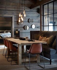 Dark wood, exposed rafters, glamourous lighting and mid-century modern furniture work together in this stylish Norwegian cottage. It's a contemporary cabin like no other! Dark Interiors, Wood Interiors, Cottage Interiors, Beautiful Interiors, Modern Cabin Interior, Chalet Interior, Cabin Interior Design, Interior Livingroom, Scandinavian Interior