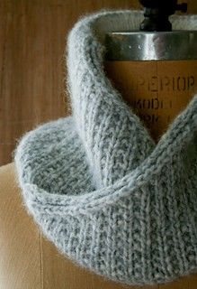 Ravelry: Shawl Collar Cowl pattern by Purl Soho Knit Cowl, Knitted Shawls, Knitted Scarves, Knitting Stitches, Knitting Patterns Free, Free Pattern, Free Knitting, Scarf Patterns, Knitting Ideas