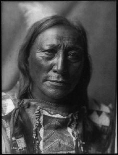 Hollow Horn Bear, Lakota Sioux by Edward S. Curtis , 1907 - Pixdaus