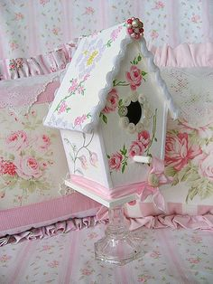 Made with vintage linen embroidery . Copyright 2008 Rhea Cominolo Sweet n Shabby Roses Shabby Chic Crafts, Shabby Chic Pink, Shabby Chic Cottage, Shabby Vintage, Vintage Linen, Bird Houses Painted, Decorative Bird Houses, Casa Do Rock, Shabby Chic Birdhouse