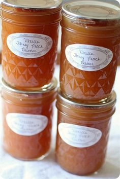 Vanilla Honey Peach Butter by Nutmeg Nanny- So making this : )