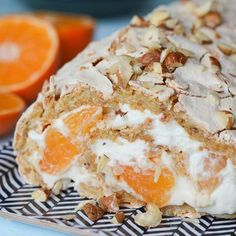 Budapest-rulle med aprikos-syltetøy og pers i EKSTRA – Oppskrifters Norwegian Food, Sweets Cake, Recipe Boards, Dessert Recipes, Desserts, Sweet Tooth, Food And Drink, Cooking Recipes, Muffins