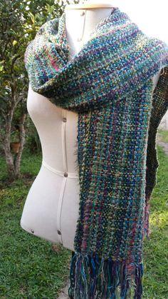 Handweaving wool scarf. By.Pancho Pinsag.