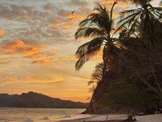 Que tal aprender espanhol em Playa Jaco, na Costa Rica, e voltar sabendo  surfar? Praias paradisíacas e todas as facilidades para esportes ao ar  livre. ICCE