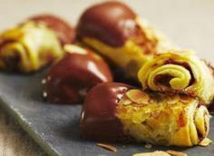 Petits feuilletés pommes amandes et chocolat.... rapide, facile, pas cher et ..... horriblement bon !
