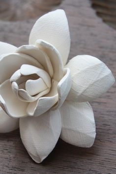 Ceramic Gardenia flower--great idea for porcelain.