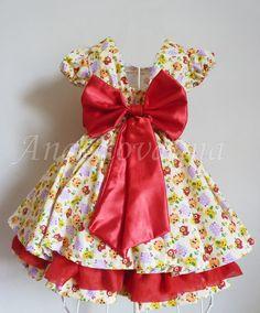Belíssimo vestido infantil de festa, modelo baby, com estampa de passarinhos e corujinhasl em tecido 100% algodão.    O vestido é completamente forrado em seu corpo interno, proporcionando total conforto.    TAMANHO: 01 ANO- 02 ANOS,    03 ANOS E 04 ANOS VALOR SERÁ DE R$119,90    Tamanho -------B...