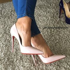 Louboutins. Tacchi Close-Up #Shoes #Tacones #Heels