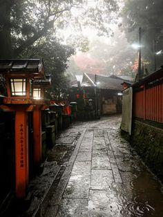 Kyoto, Japan.- MISTY STREET